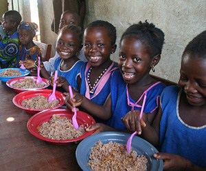 Sierra-Leone-Children-eating
